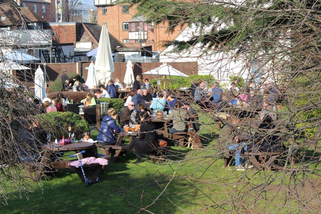 Restaurante ao ar livre em Stratford-upon-Avon a cidade natal de William Shakespeare